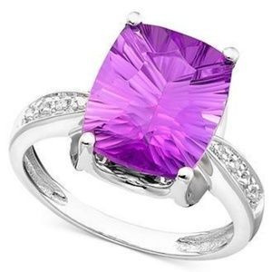 14k Gold Amethyst Ring (5-1/6 ct t.w.)  size 5